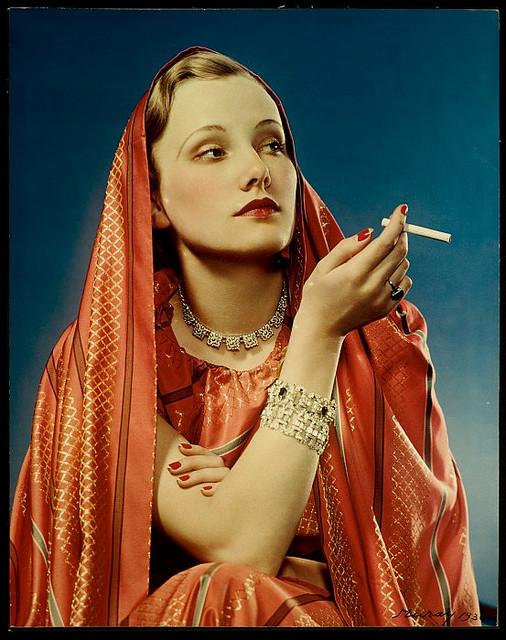 """Nickolas Muray, """"Lucky strike, la fille en rouge"""", 1939"""