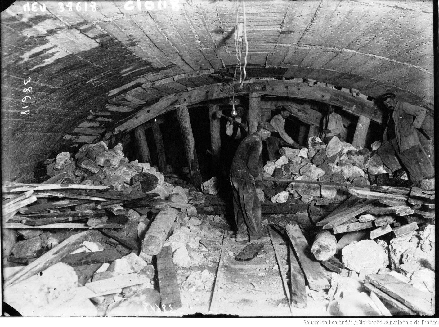 Galerie souterraine, construction du métro, Agence de presse Meurisse, 1913, Bibliothèque nationale de France, département Estampes et photographie, EI-13(2499)