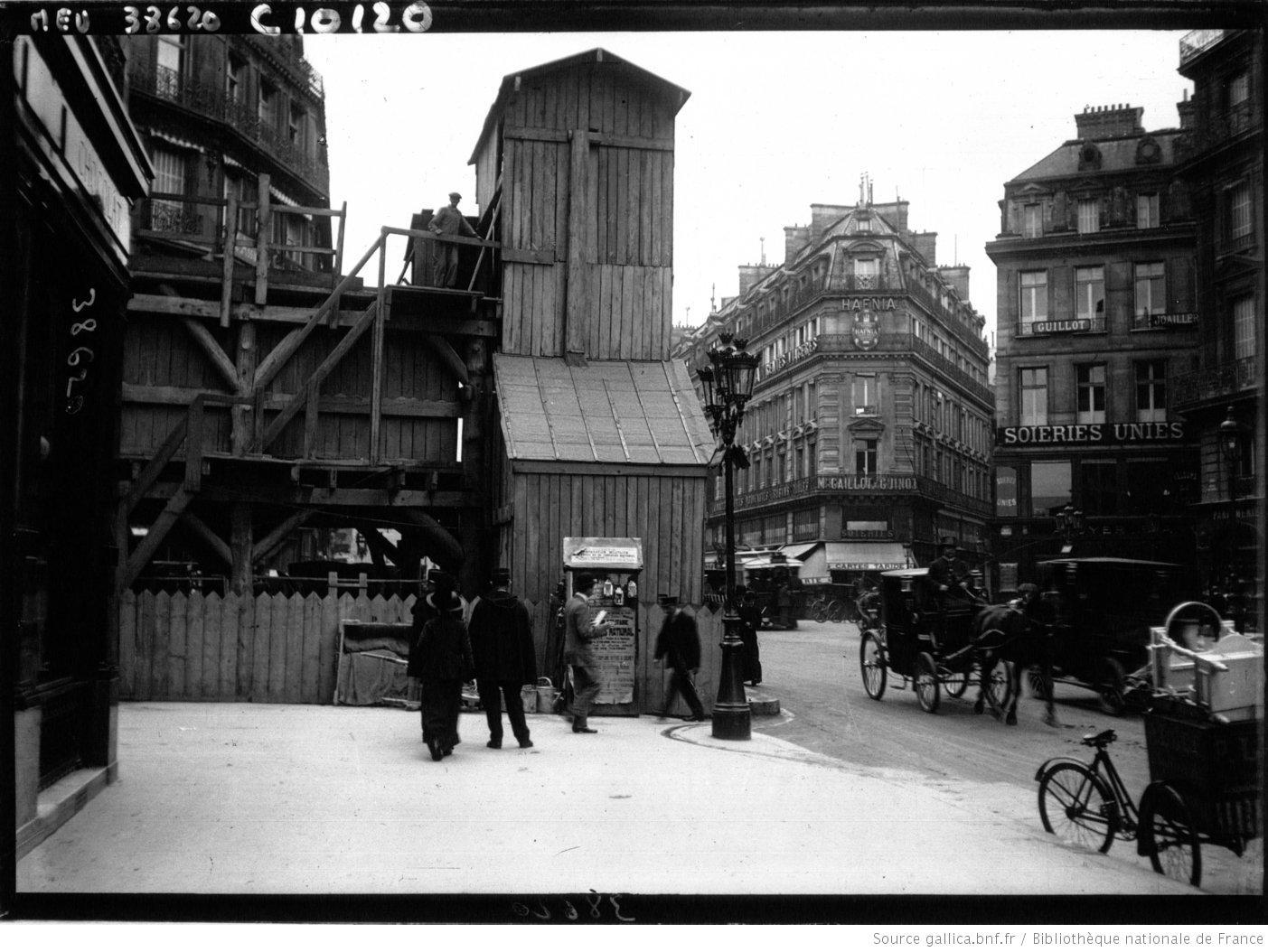 Galerie souterraine vue depuis la surface, construction du métro parisien, Agence de presse Meurisse, 1913, Bibliothèque nationale de France, département Estampes et photographie, EI-13(2499)