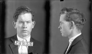 Ralph Sammons, jugé et condamné coupable de vol en 1939, condamné à 25 ans de prison.