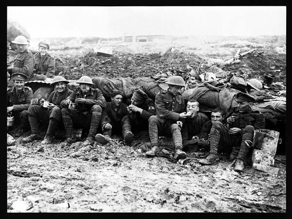 Le Tea Time des soldats dans les tranchées. Une image de propagande à destinations des familles restées en Grande-Bretagne, National Library of Scotland, Flickr Commons