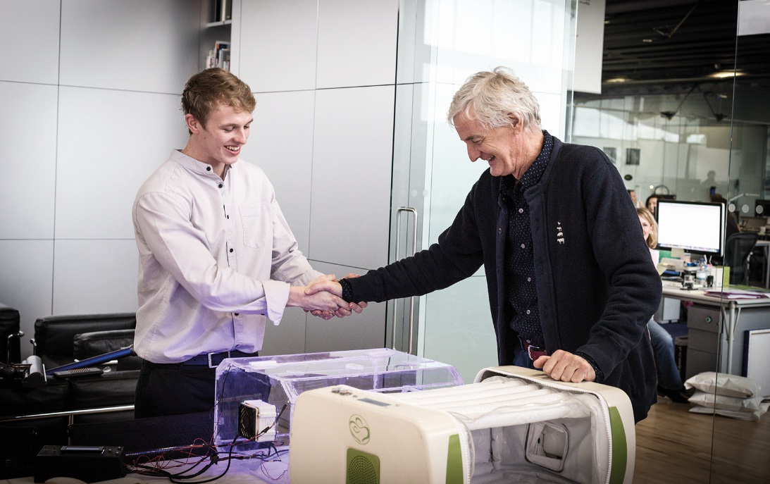 James Roberts rencontre James Dyson