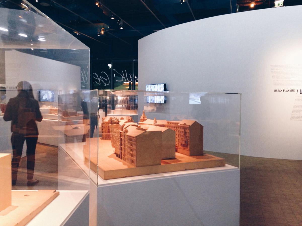 Scénographie et maquettes de l'exposition Frank Gehry au Centre Pompidou