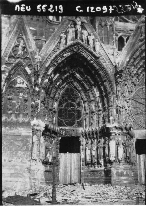 Le portail gauche de la cathédrale de Reims en 1914, Agence de presse Meurisse, Bibliothèque nationale de France.