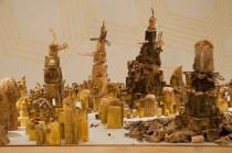 Peter Root sculpte des villes en pommes de terre