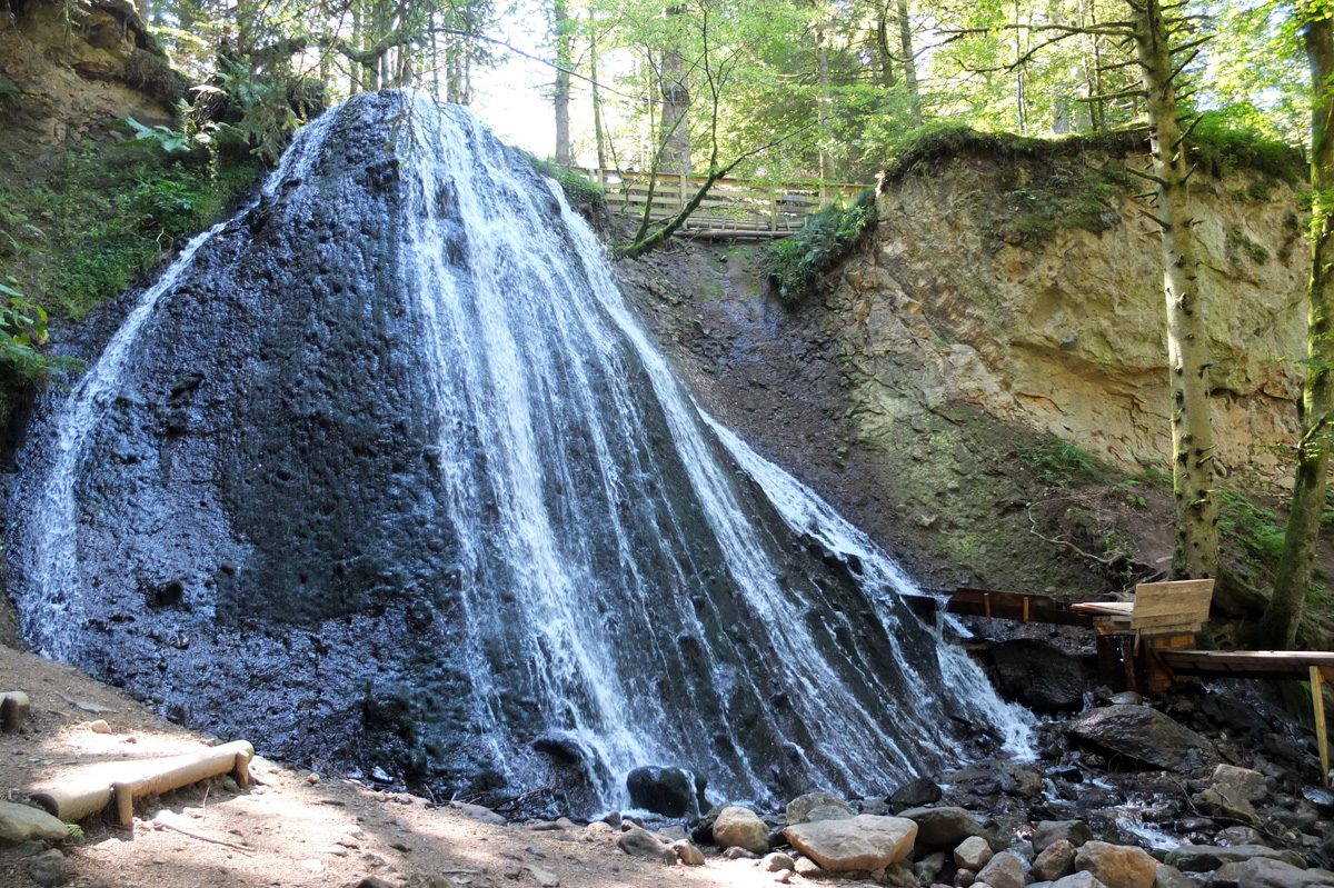 Un aqueduc de sens à la cascade du Rossignolet